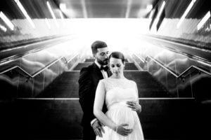 Schwangeres Brautpaar, U-Bahn Hamburg Hafencity Universttät