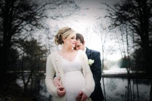 Schwangeres Brautpaar Harsefeld, Landkreis Stade im Winter