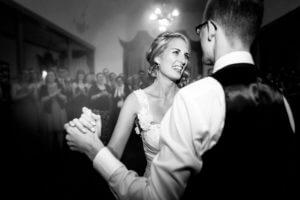 Emotionales Brautpaar, Ehrentanz in Jork