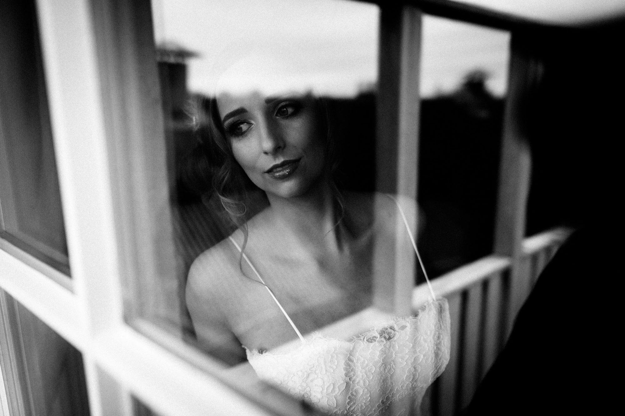 Hotel Altes land, Braut am Fenster