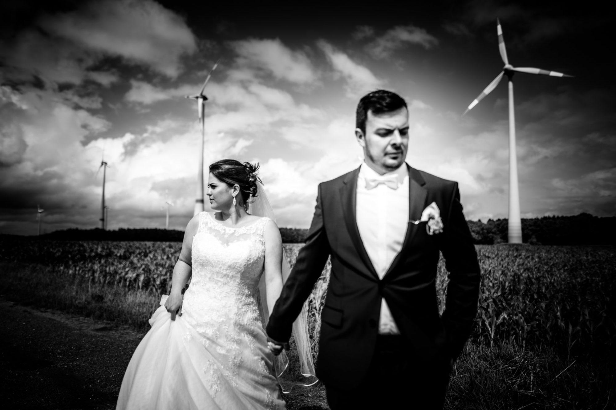 Brautpaarshooting imWindpark Deinste Helmste