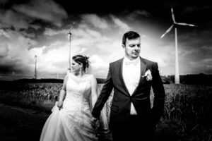 Brautpaarshooting im Windpark Deinste Helmste bei Buxtehude