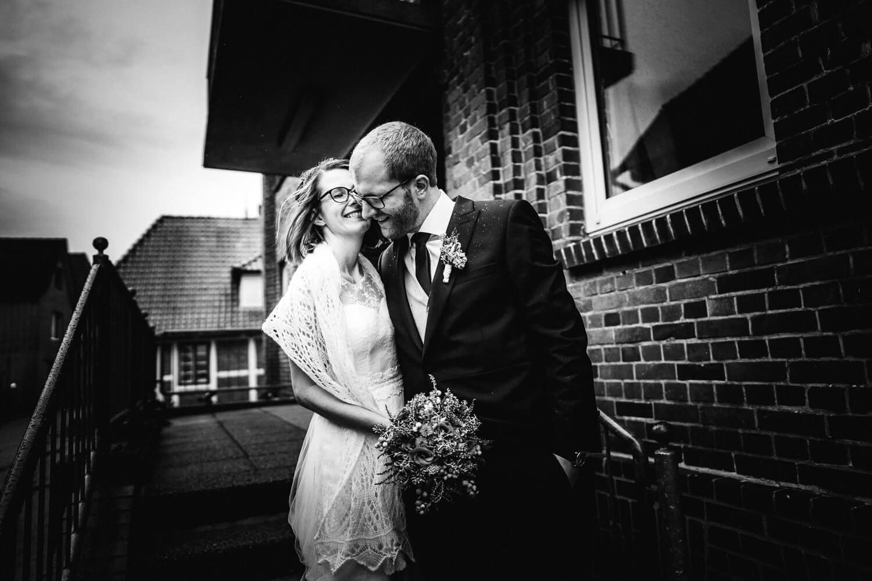 Brautpaar in Jork bei Regen
